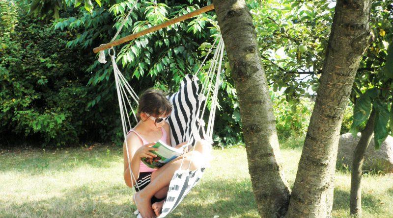 Meisje leest in hangmat in de tuin van het tweede huis? Bron: Pixabay